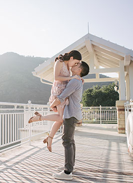 couple kiss for photo