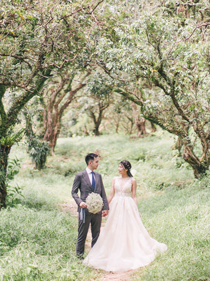 couple posing with bouquet in asia forest