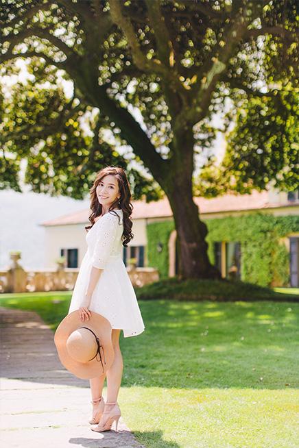 bride smiling in  italian gardens