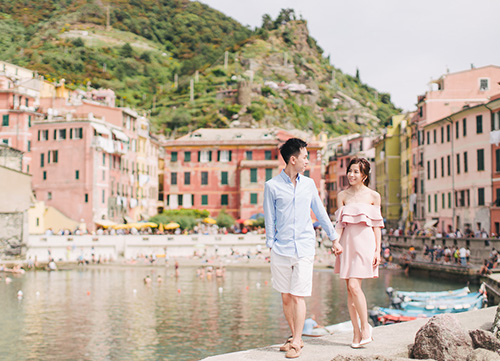 couple smiling in famous location at lake como italy