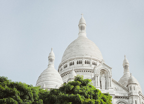 photo of the montmartre dome with surrounding greenery