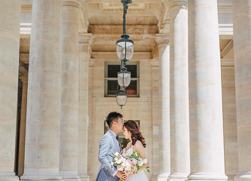 bride and groom kissing in paris location