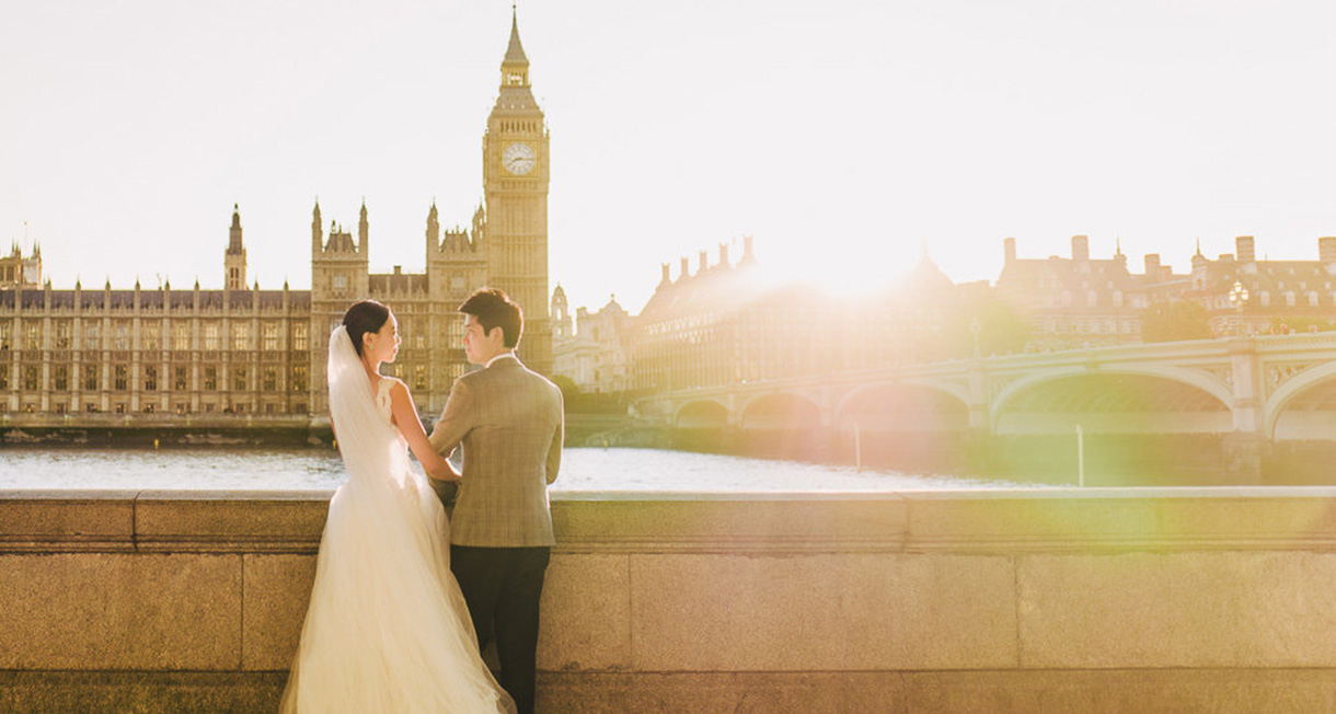 london pre wedding slideshow as bride pose in front of house of parliament in london