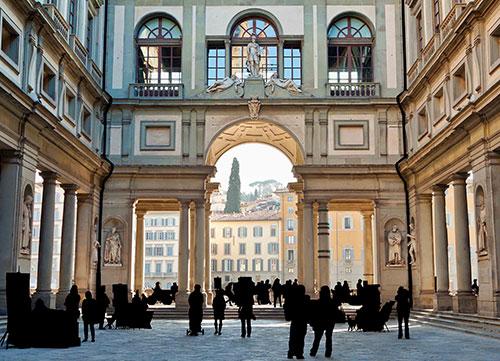 photo of people at uffizi gallery
