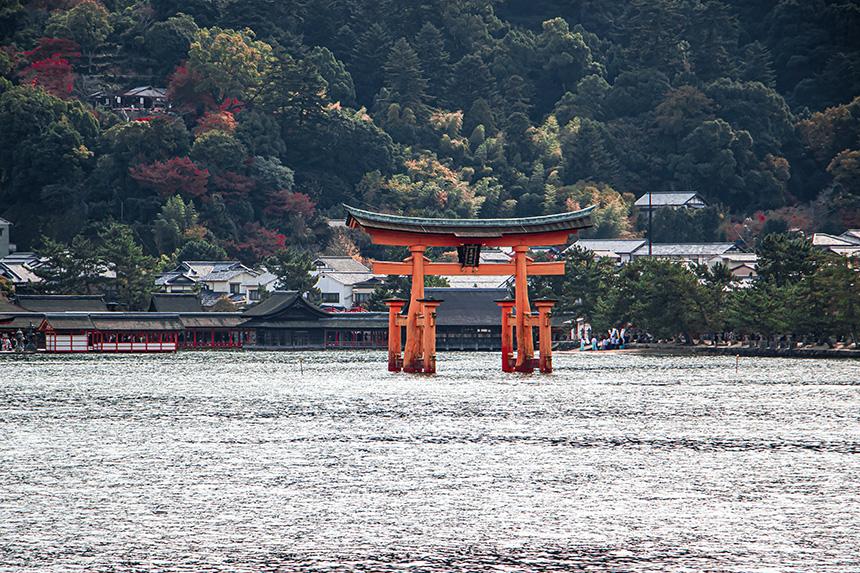 photo itsukishima shrine in japan
